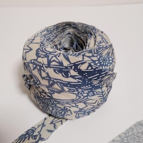 薄い灰色に藍の草花模様(10171)