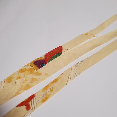 薄い黄色に紫赤緑の蝶柄(10127)