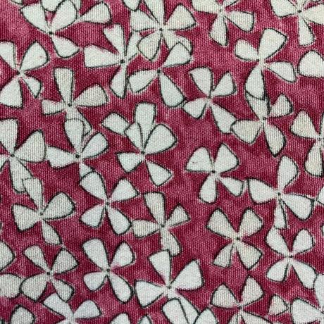 【はぎれ】牡丹色の小花柄・正絹50㎝(2108006ー1)