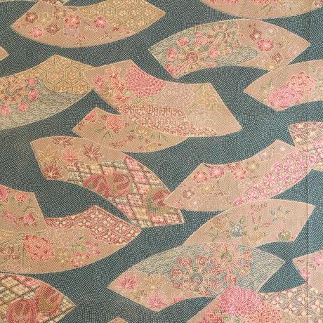 【はぎれ】縹色に薄茶色の地紙柄小紋・縮緬(2008015-1)