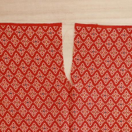 【はぎれ】臙脂に花菱柄小紋・縮緬(2008013‐1)