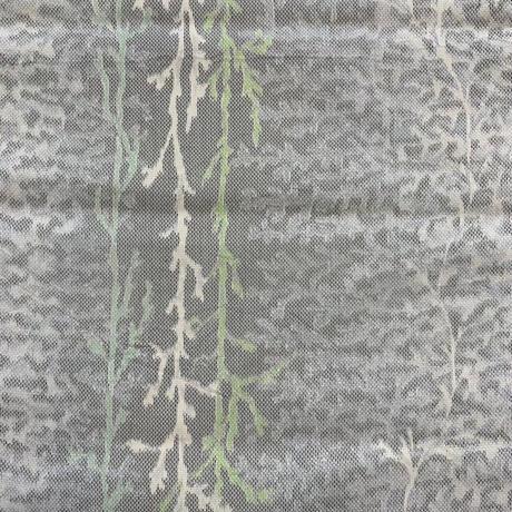 【はぎれ】銀鼠色の樹木柄・紬50㎝(2107011ー1)