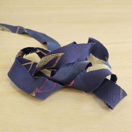 紫に黄や桃色の草葉柄・縮緬(2012019)