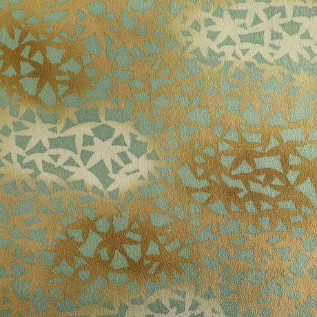 【はぎれ】青磁色に狐色の暈しの紅葉柄・縮緬(2008045‐1)