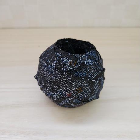 黒地に薄い灰色・赤・青色の柄(龍郷柄風)(10114)