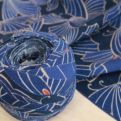 【はぎれ】藍色と紺色の蝶柄小紋・縮緬(2008016-1)