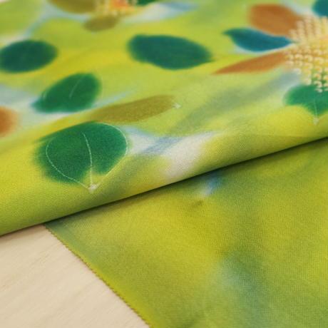 【はぎれ】緑のグラデーションの草花小紋・縮緬50㎝(2008022‐1)