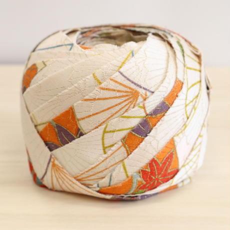 白地に色鮮やかな扇柄・紋綸子縮緬2m(2008044)