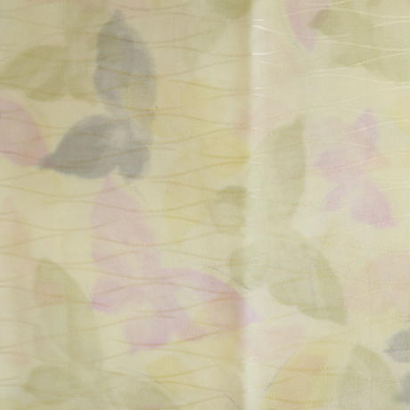 【はぎれ】クリーム色に淡い蝶々小紋・立涌紋織縮緬50㎝(2008028‐1)