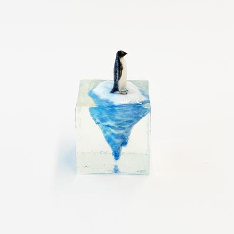 流氷に乗るペンギンフィギュア(3cm)