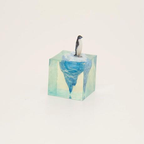 流氷に乗るペンギンフィギュア(4cm)