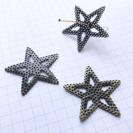 ヴィンテージ メタル透かしパーツ(星 Φ35mm アンティークゴールド)