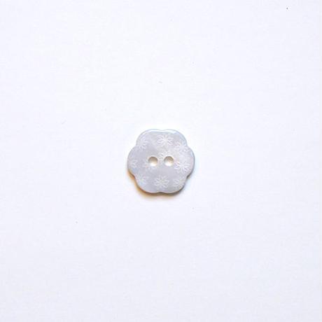 フラワー型シェルボタン 15mm (JB109179 ホワイト)