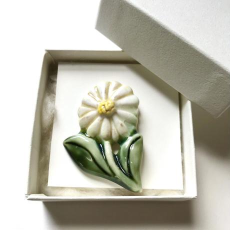 ののむらみなみ 陶器ブローチ(いちりんの花)*専用箱入り