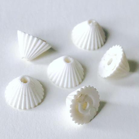 円錐形ビーズ(FEP363 ホワイト)