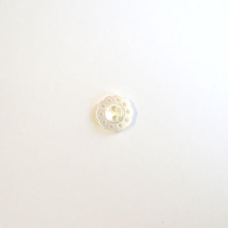 フラワー型透かしシェルボタン (JB106195 ホワイト)