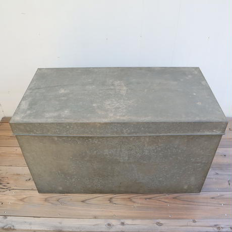 【古道具243】  大きなブリキ箱/ボックス  レトロビンテージ  ①