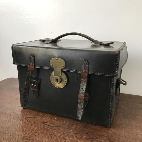 【古道具141】イギリス 革製 カメラケース THORNTON PICKARD
