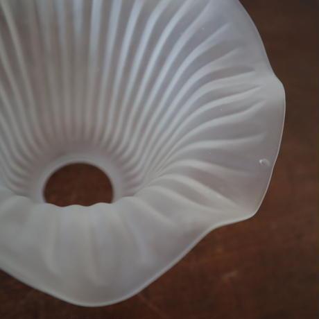 【古道具209】フリルが印象的なガラスシェード