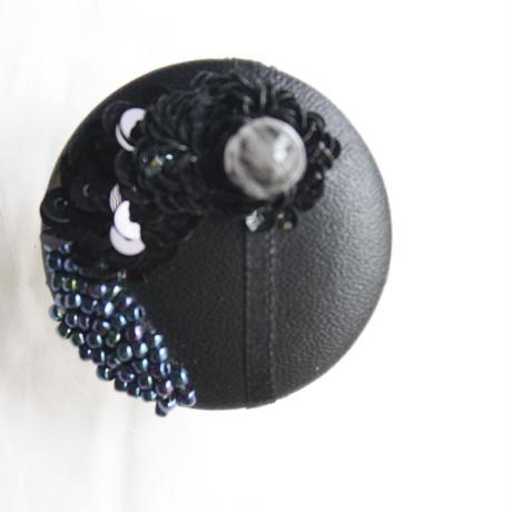 刺繍ブローチ(Kurumi)