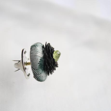 刺繍ブローチ(Kurumi和)ペリドット(8月誕生石)