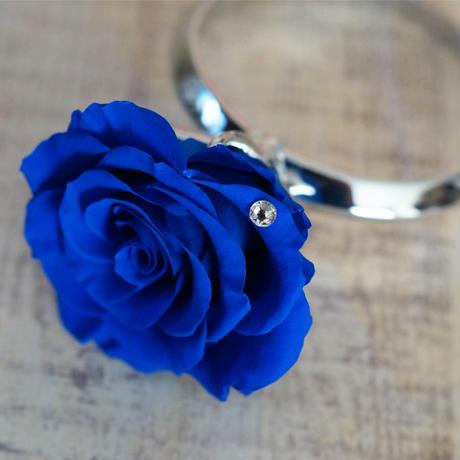 大輪のプリザーブドローズとスワロフスキーのリングアレンジメント【blue】
