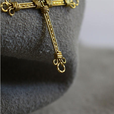 cross neckless (hand-knit)
