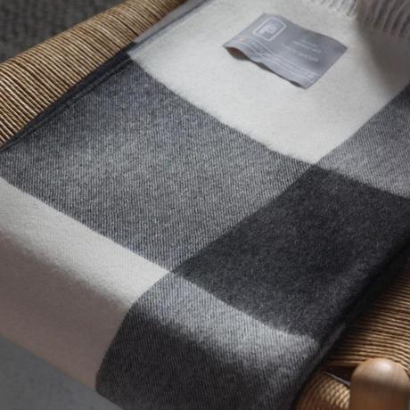 【新品】Baby Alpaca ベビーアルパカ 100% ブランケット デンマーク Danish Art Weaving社 ブラック/ホワイト alpaca_78_12252018