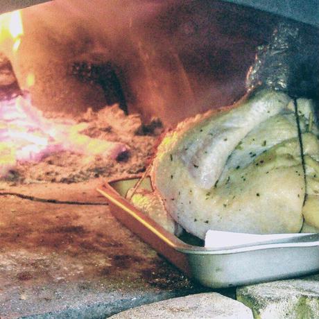 国産丸鶏の薪窯ローストチキン チーズリゾット詰め