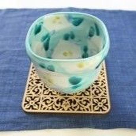 九谷焼、緑地白椿文四方小鉢、赤地 健(金沢)  赤地陶房