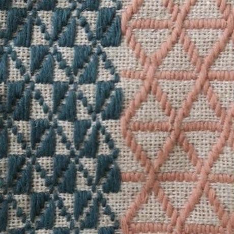 南部菱刺しのコースター、濃いブルーグリーン×肌色、倉茂洋美