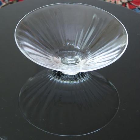 吹きガラス しぼりモール鉢、河上智美(茨城)