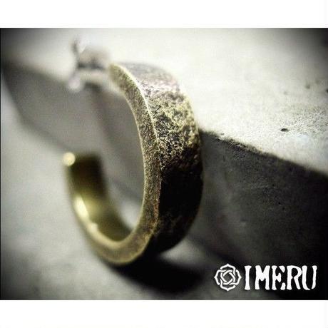 真鍮製表面に荒い模様をほどこしたピアス/太めタイプ
