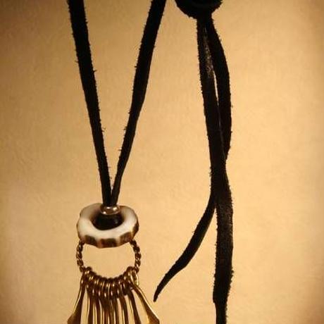 シャラシャラ動く質感真鍮製ネックレス★鹿角リングがナチュラルな雰囲気