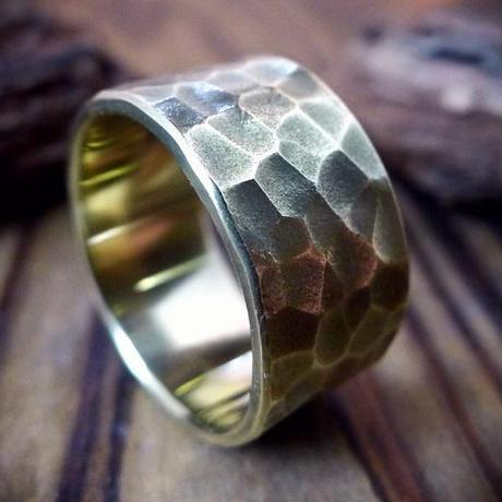使いやすいシンプルな鎚目リング真鍮製/幅の太いタイプ