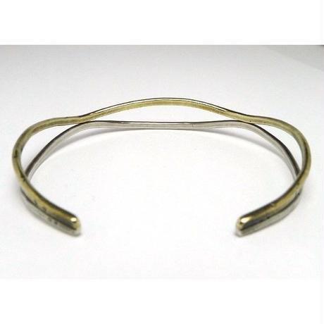 真鍮とシルバーを波形に融合させたバングル