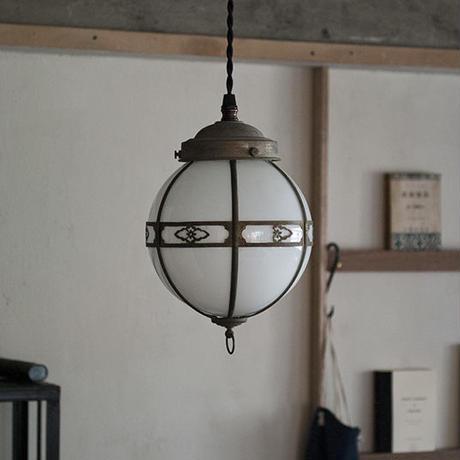 銅飾りの照明