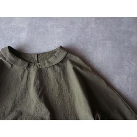 グランジウォッシュコットン・ギャザープルオーバー/カーキ