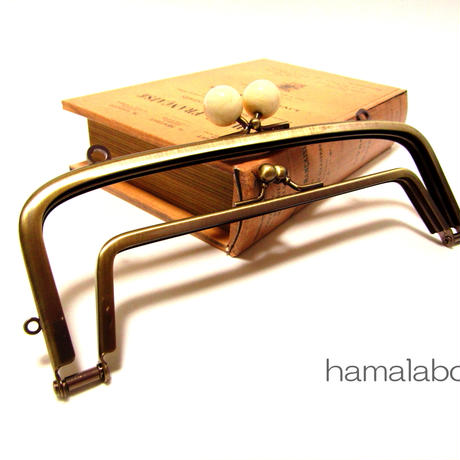 【HA-355】<廉価版>親子口金 19cm(白玉×アンティークゴールド)・カン付き