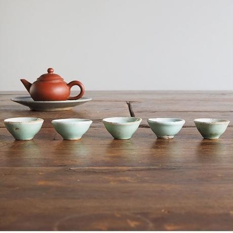 no619   青磁の小さな茶杯