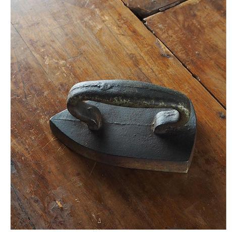 no701  古い鉄のアイロン