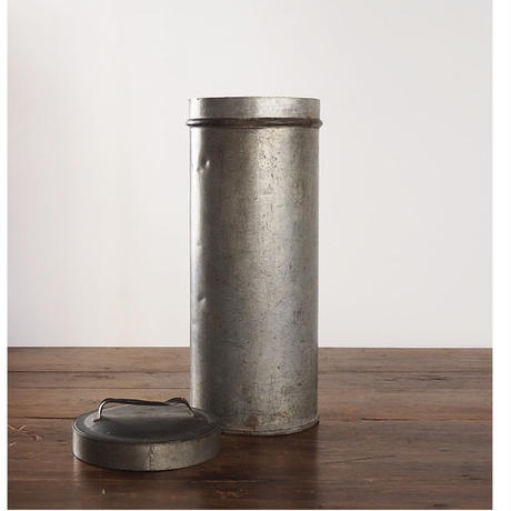 no151 背の高い鉄缶