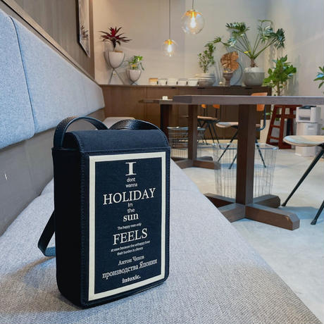 HOLIDAY VHS CROSS CARRY black