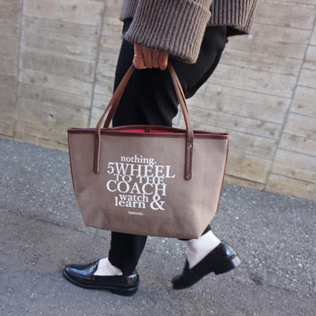 新作holiday tote S brown logotip