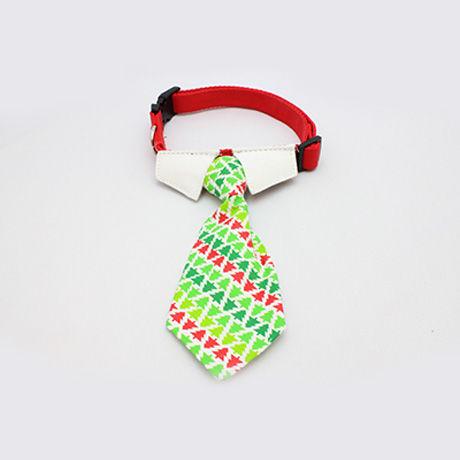 犬のクリスマスカラーのネクタイ