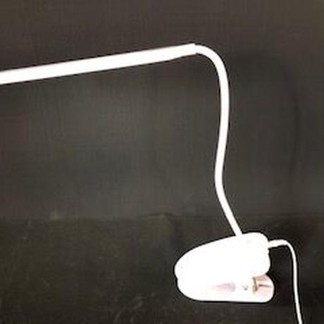 電磁波が出ない! USB充電デスクライト お子さんの机や読書などテーブルに挟んでお使いください