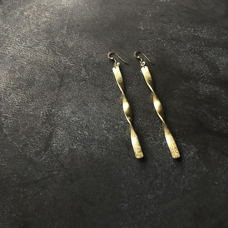 Brass long twist  / ピアス14kgf   / イヤリング