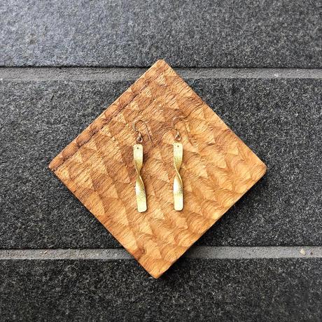Brass short  twist  / ピアス14kgf   / イヤリング