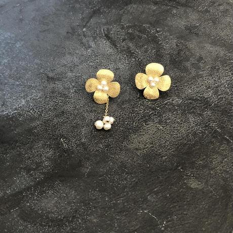 Flower asymmetry  <small> ピアス/イヤリング