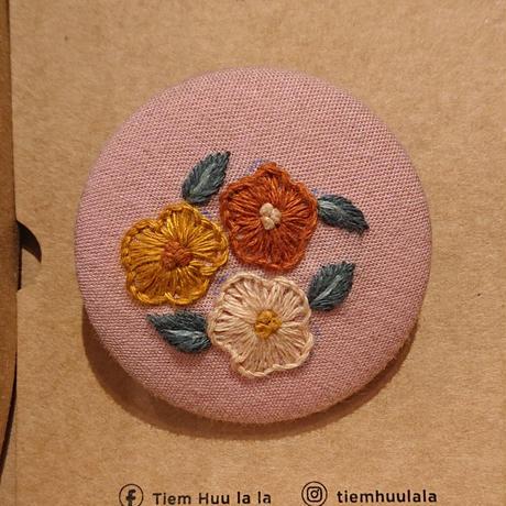 刺繍ボタンブローチ/ピンク